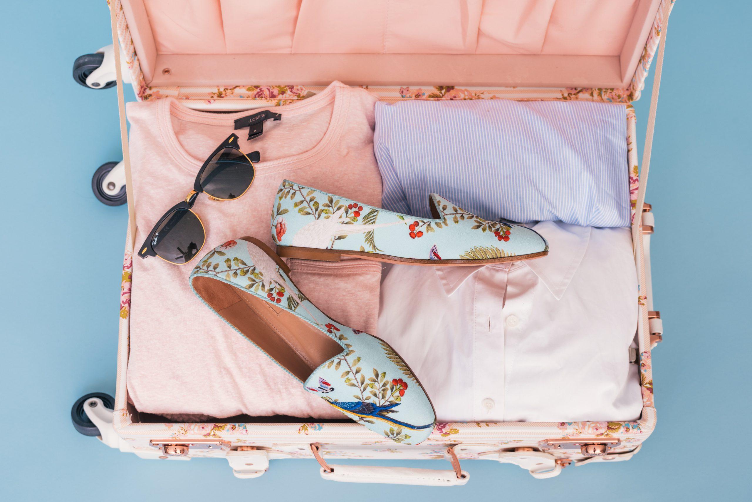 Jak pakować bagaż podróżny? Praktyczne wskazówki