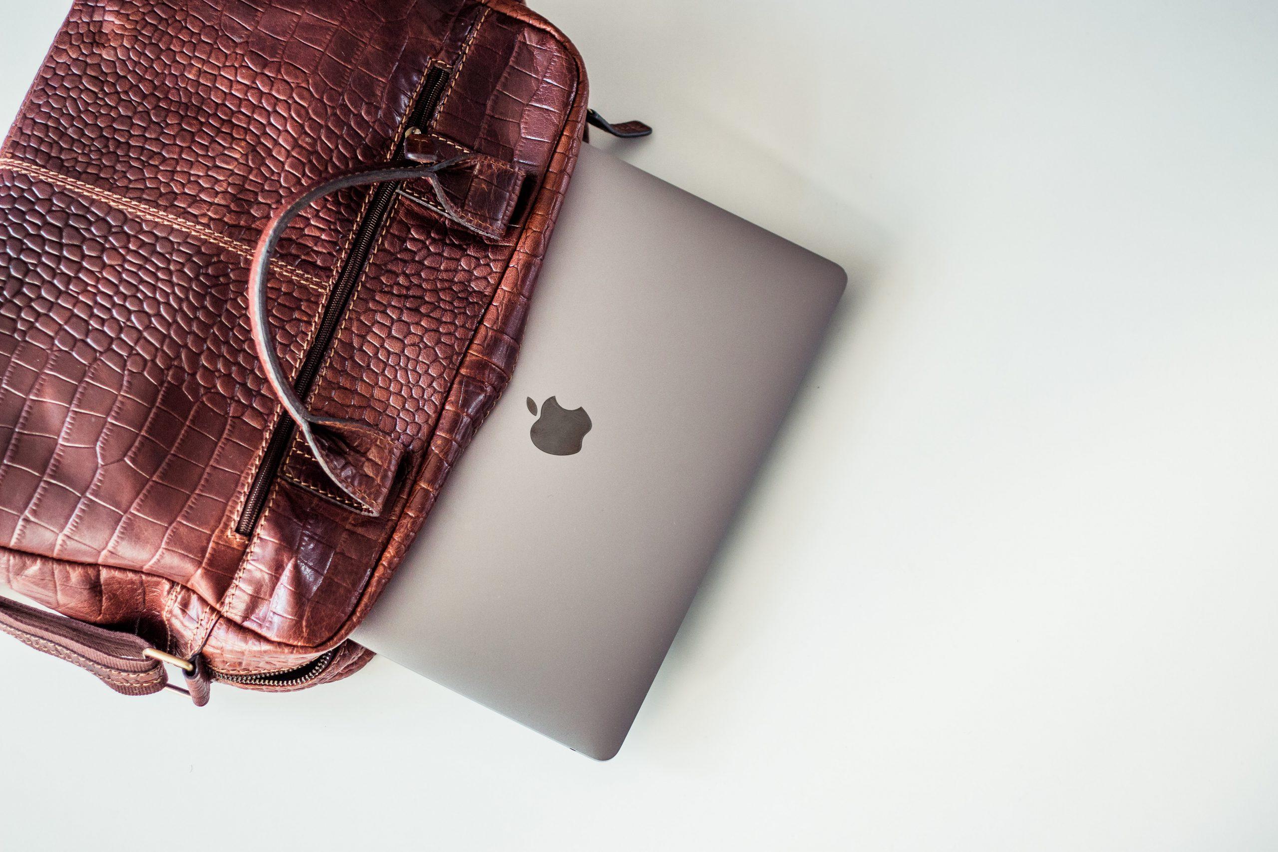 Dlaczego teczki męskie są czasem lepsze niż plecaki? Przekonaj się!