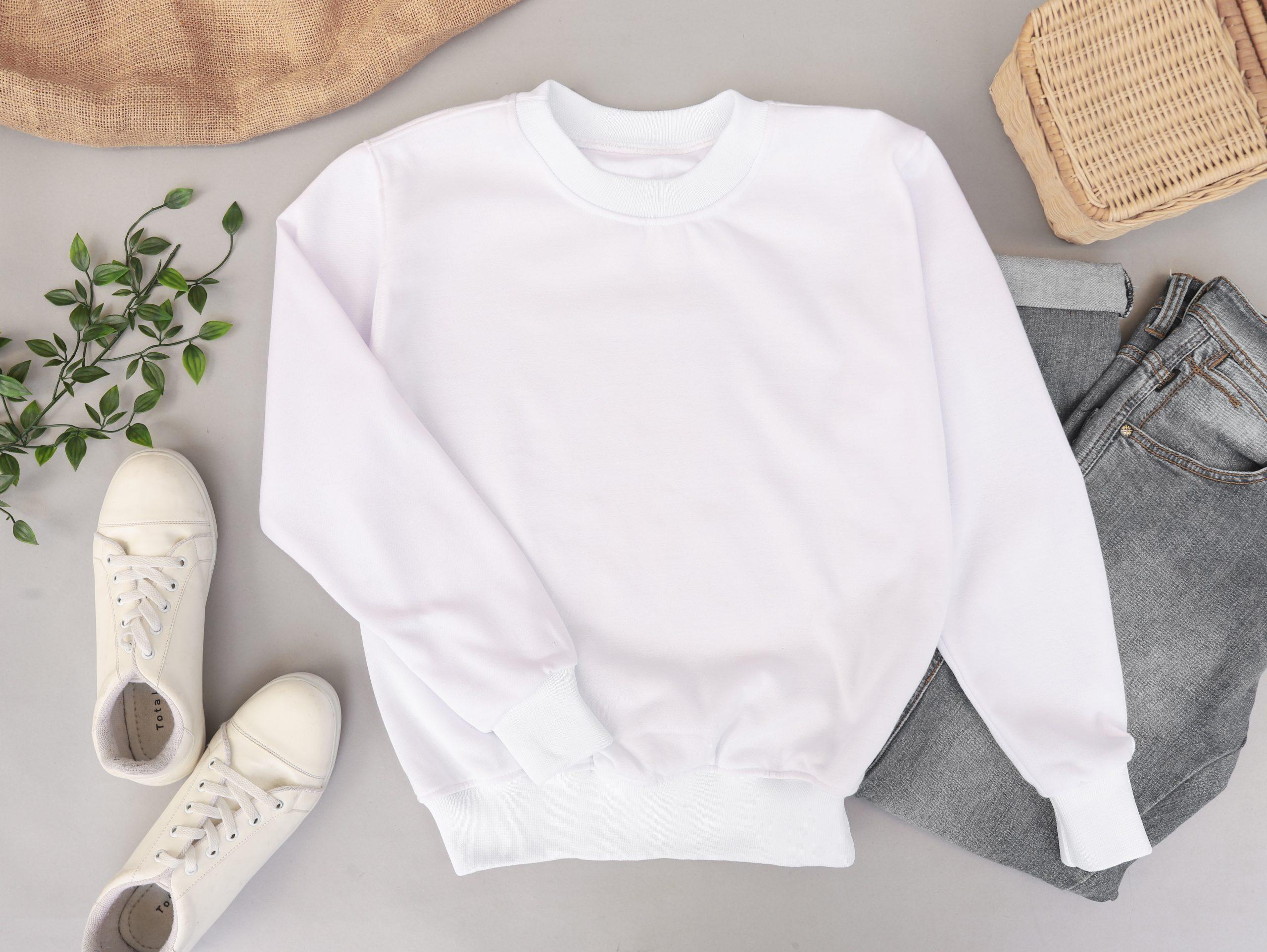 Jak zachować piękno białych i czarnych ubrań? Poznaj sprawdzone triki!
